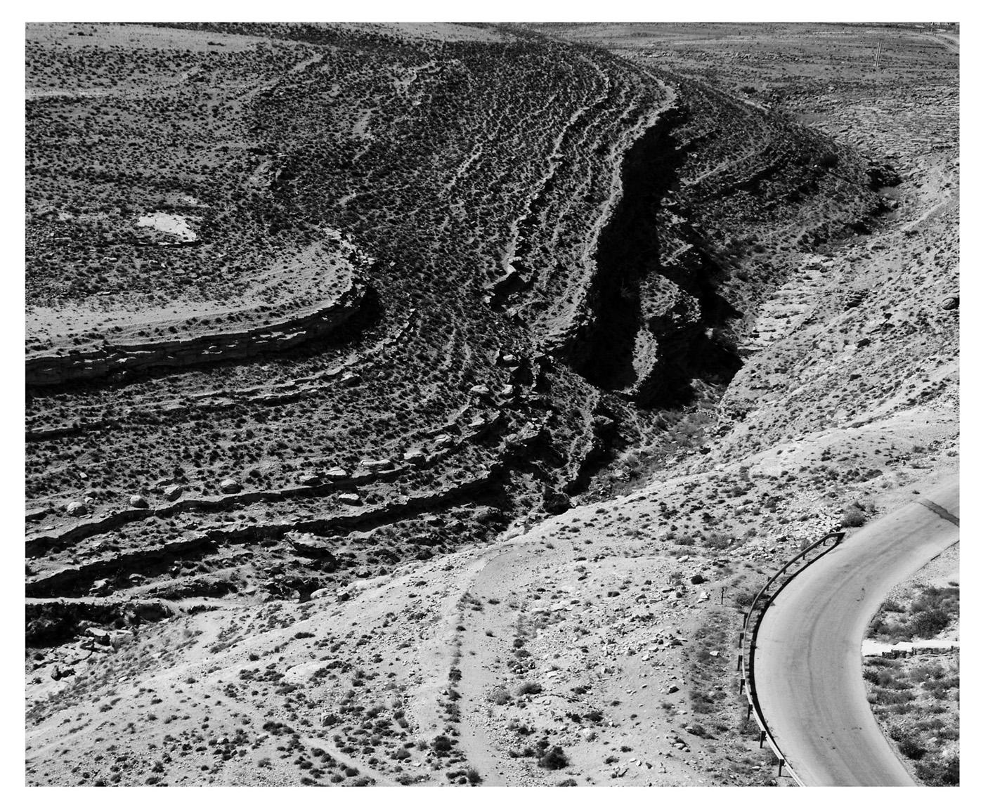 diversos caminhos - pela estrada tradicional ou pela aridez do deserto. Foto Dani Sandrini