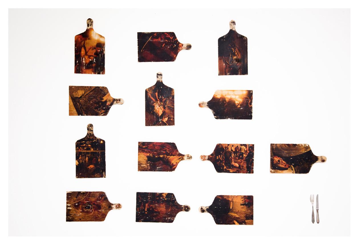 tabuas de madeira com fotografias. Trabalho de Dani Sandrini