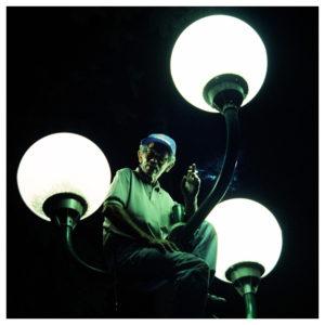 curso de fotografia e iluminação - eletricista Manezinho no poste de luz- foto danisandrini