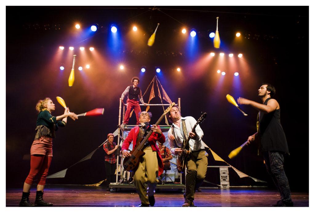Le Retour, Festival internacional Sesc de circo - 2013. Foto Dani Sandrini